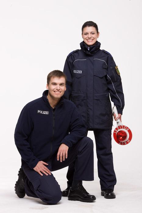 polizeibeamte mit neuer twinjacke - Polizei Sachsen Anhalt Bewerbung